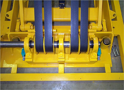 Belt-drive lift table. Detail of winding system.