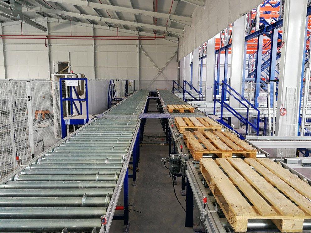 Conveyor installation.
