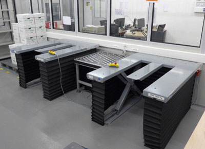 E-shaped Ultra-flat lift table with bellows.