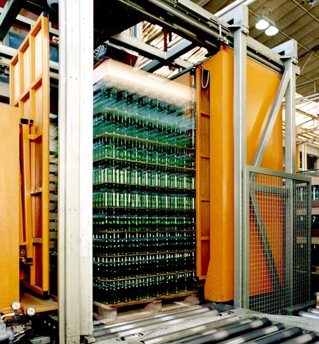 Glass containers packer.