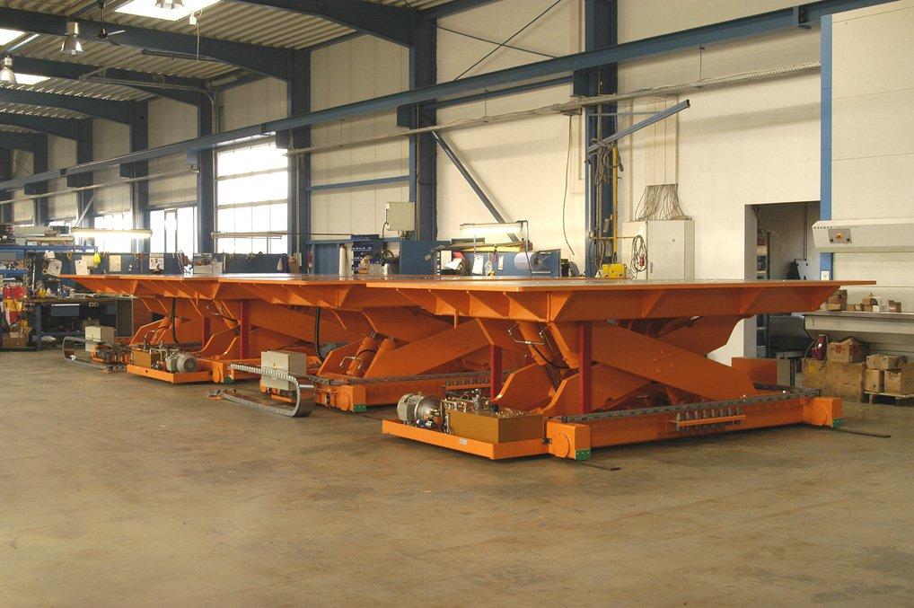 Hydraulic lift tables.