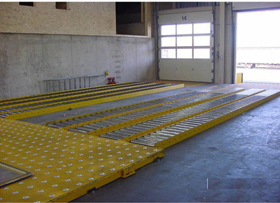 Lift table with castor decks and rollers.