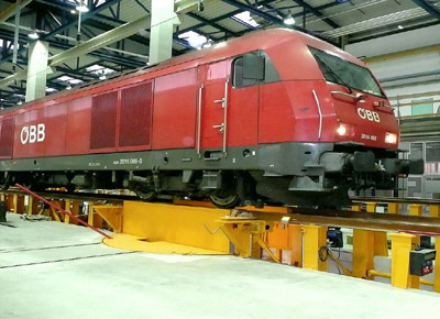 Lifts for changing bogies on the locomotive.