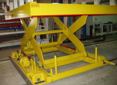 Mobile lift table for handling sheet. Detail of the system of moving on rails.