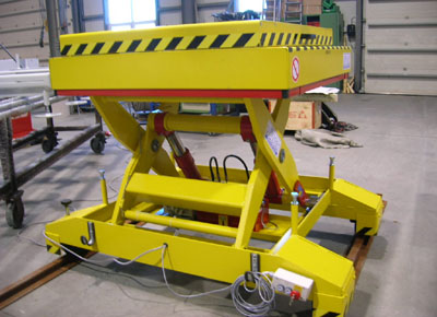Mobile lift table on rails with additional mobile platform.