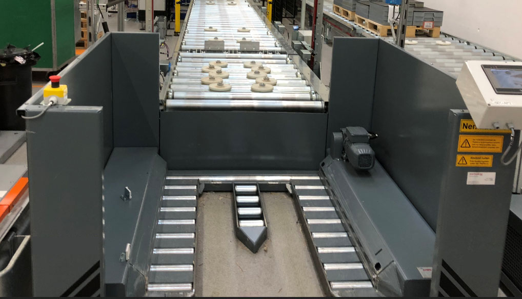 PTS with central skid at the start or end of the conveyor line