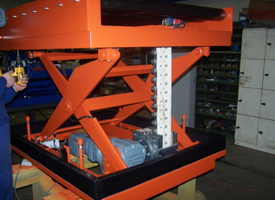 Rigid chain lift table with conveyor on board.