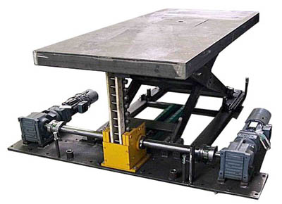 Rigid chain lift table with double universal joint and motor on standby.