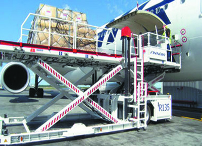 Transferring container pallets to aircraft.