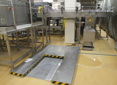 Ultra-flat lift table in stainless steel.